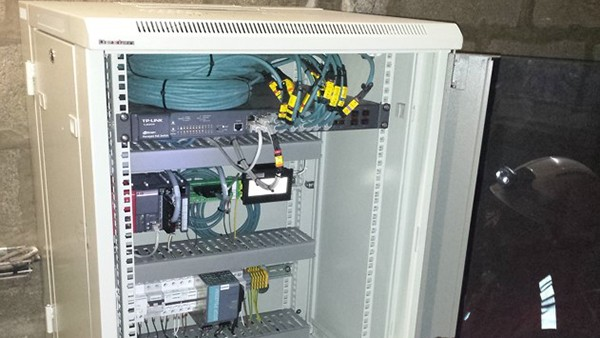 Control cabinet with SmartController